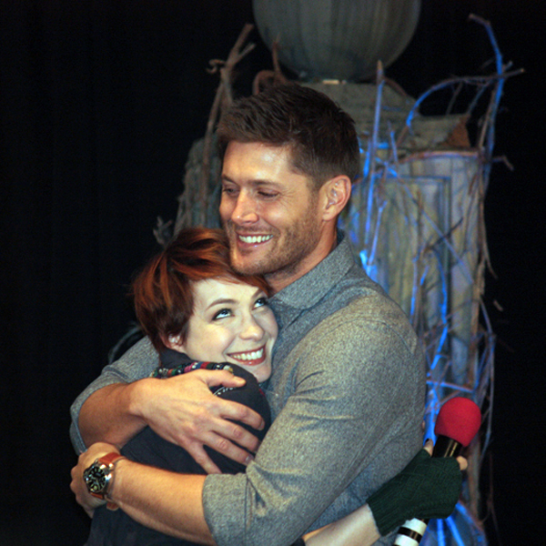 Supernatural BurCon 2013 Jensen and Felicia hug