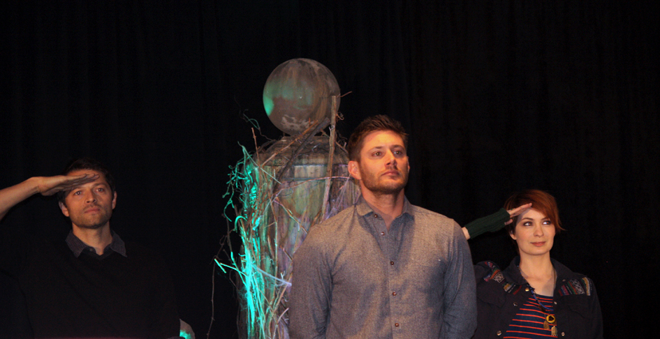Supernatural BurCon 2013 retiring of Jensen's shorts 2