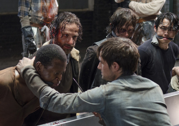 2 The Walking Dead S5E1 No Sanctuary Terminus Rick Grimes Daryl Glenn Bob