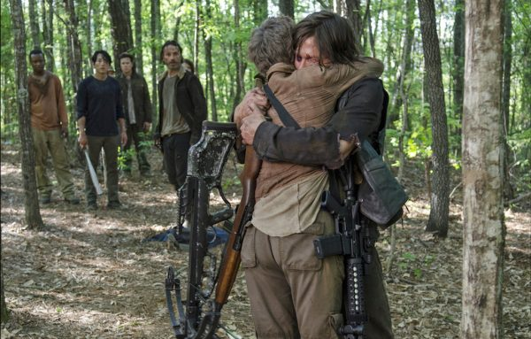 4 The Walking Dead S5E1 No Sanctuary Daryl Carol Hug