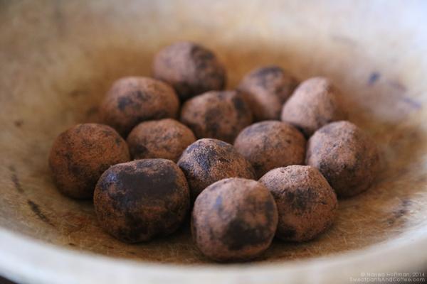 No-Bake Nutella Espresso Kahlua Cookie Truffles recipe
