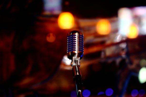 microphone-780178_1280