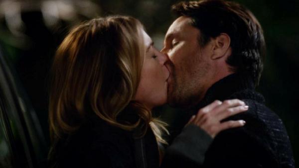 1. Grey's Anatomy 12x23 - Mer & Riggs kiss