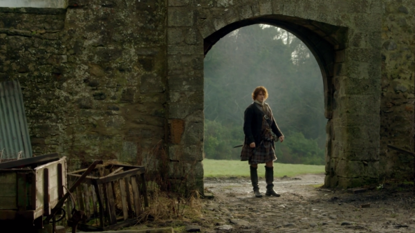 claire-envisions-jamie-at-lallybroch
